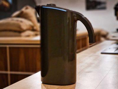 Peak water filter jug